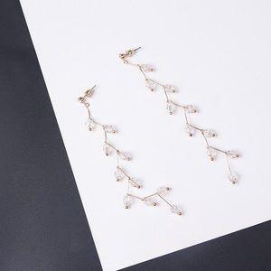 🆕Long Dangle Clear Beaded Earrings